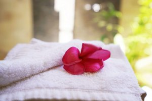 flowers on towel - bathroom view villa Carmela Gili Trawangan