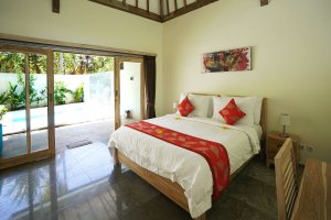 luxury king size bed view villa Carmela Gili Trawangan